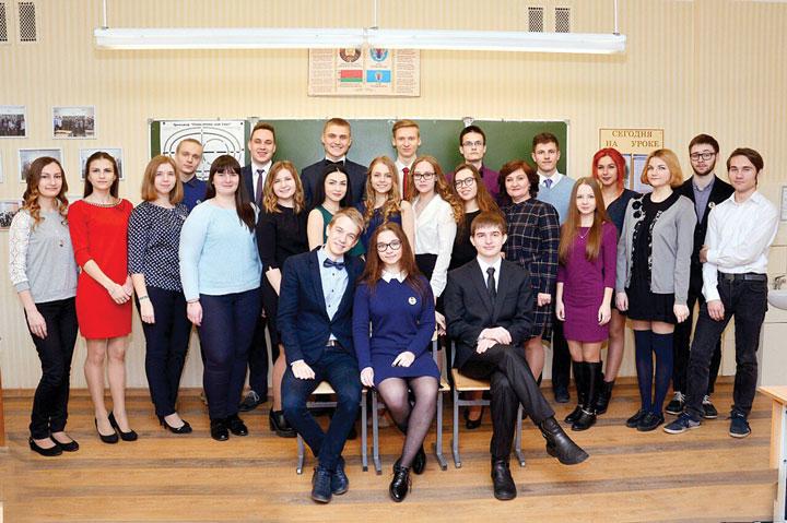 Лариса Сыч с выпускным классом