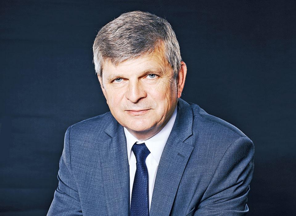 декан факультета, профессор, д. т. н. Игорь ИВАНОВ