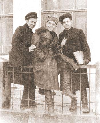 Р. Тимофеенко первый слева