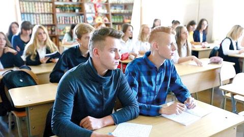 Минский филиал УО «Белорусский торгово-экономический университет потребительской кооперации». Студенты на занятиях