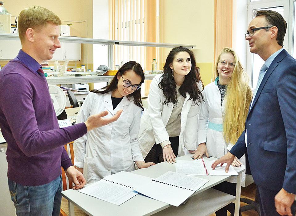 кафедра радиационной химии и химико-фармацевтических технологий